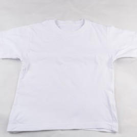 White t-shirt 4-5 years