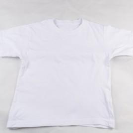 White t-shirt 4-5 years