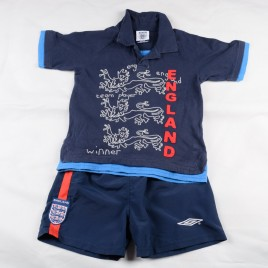 Official England T-shirt & shorts 4-5 years