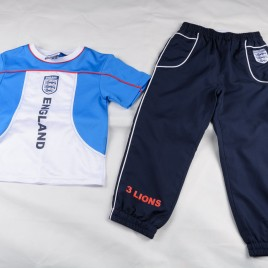Official England T-shirt & sports trousers 4-5 years
