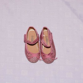 Pink sparkly shoes size 4