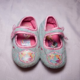 Frozen slippers size 6-7
