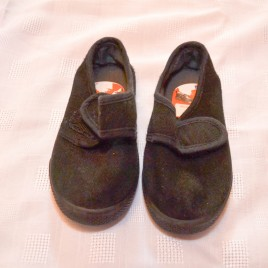 Black school plimsoles size 6