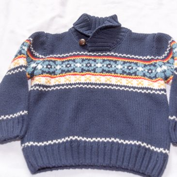 Navy patterned jumper 2-3 years