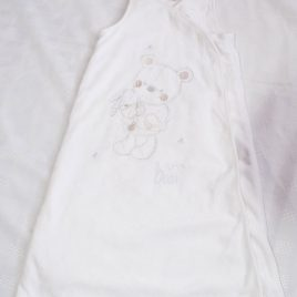 Cream sleeping bag 0-6 months aprox 2.5 tog