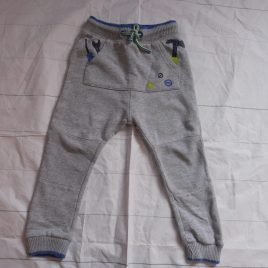 Grey jogging trousers 3-4 years